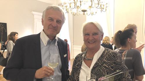 Dr. Selch mit Mutter der Preisträgerin 1 .Preis (c) Plan International