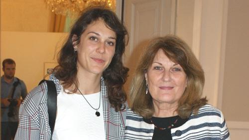 Fr. Däger-Gregori und ihre Tochter (c) Plan International