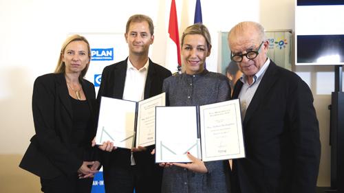 Preisträger mit Bundesministerin und Vorstandsmitglied (c) BKA Christopher Dunker