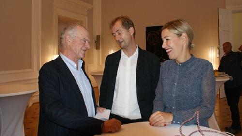 Rudi Klausnitzer mit den Preisträgern Hr. Großekathöfer und Fr. Hardinghaus (c) Plan International