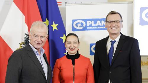 Rudi Klausnitzer, Bundesministerin für Frauen, Jugend und Familie Ines Stilling und Thomas Kralinger (c)BKA/Andy Wenzel
