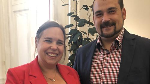 Unterstützerin Maria Fuchs-Hesse mit ihrem Mann (c) Plan International